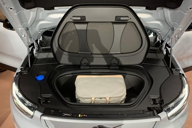 Um segundo porta-malas foi criado na dianteira (Foto: Divulgação)