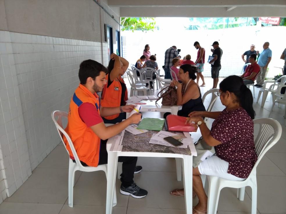 Cadastramento de moradores do Pinheiro, Maceió, que vão receber auxílio-moradia — Foto: Thamires Ribeiro/G1