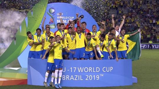Gabriel Veron ganha a Bola de Ouro como melhor jogador do Mundial Sub-17