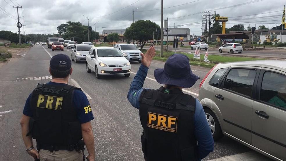-  Agentes da PRF atuaram na fiscalização das rodovias.  Foto: Tarso Sarraf/ O Liberal