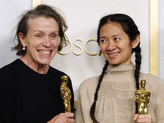 """A atriz Frances McDormand e a diretora Chloe Zhao ganham Oscar por """"Nomadland"""" (Foto: Getty Images)"""
