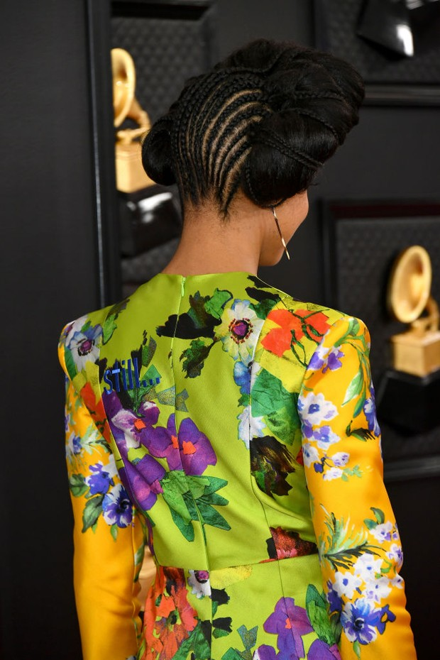 LOS ANGELES, CALIFORNIA - JANUARY 26: Esperanza Spalding, hair detail, attends the 62nd Annual GRAMMY Awards at Staples Center on January 26, 2020 in Los Angeles, California. (Photo by Amy Sussman/Getty Images) (Foto: Getty Images)