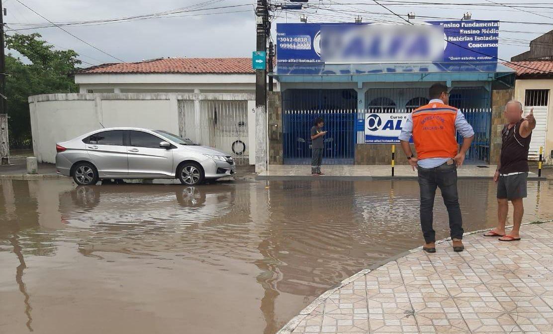 Sábado começa com chuvas não previstas em Aracaju