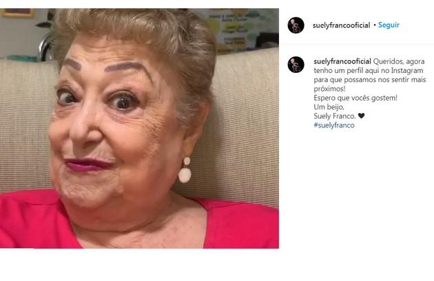 Há algumas semanas, Suely Franco, de 80 anos, começou a contar piadas em vídeos de seu Instagram para 'alegrar o dia' das pessoas (Foto: Reprodução/Instagram)