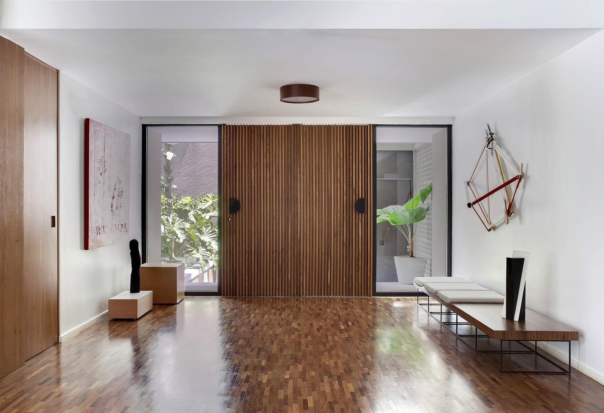 23 projetos incríveis com portas mimetizadas (Foto: Denilson Machado/MCA Estúdio/Divulgação)