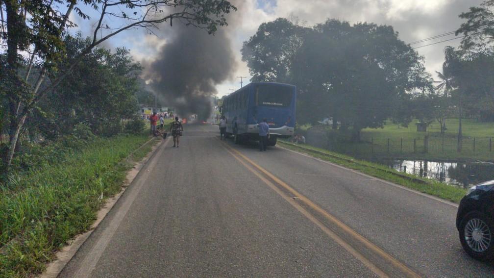 Manifestantes bloquearam a BR-308 em Tracuateua.  — Foto: Reprodução/ PRF