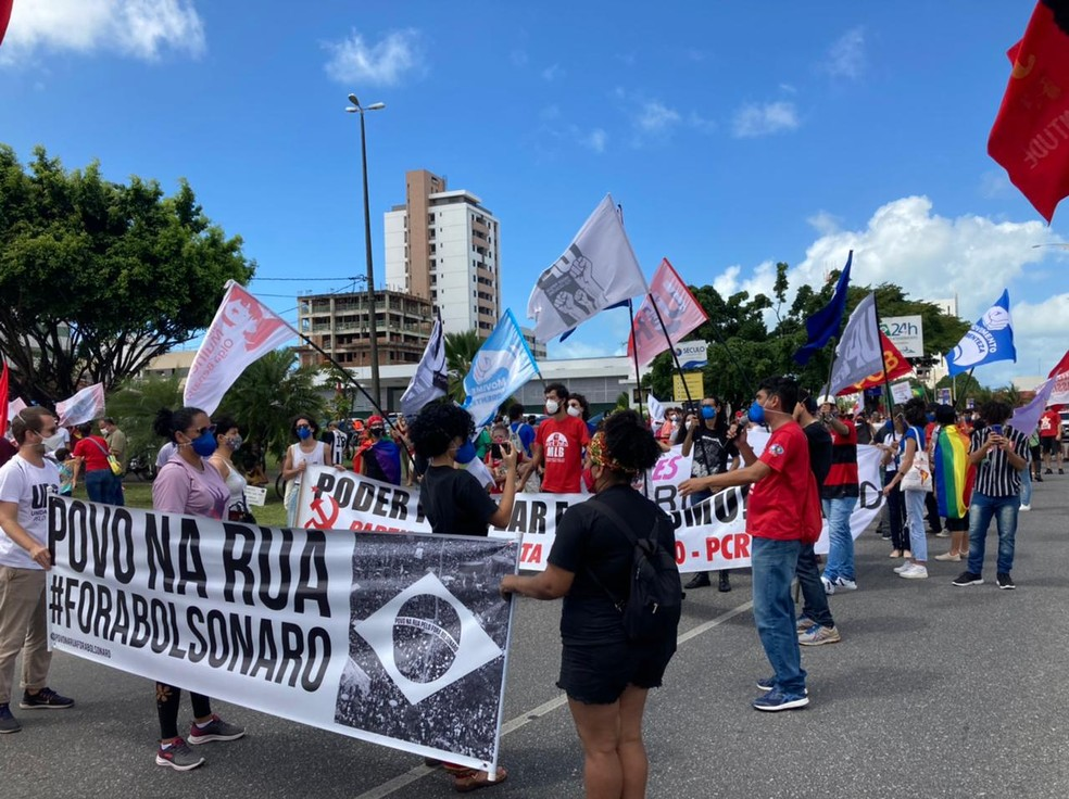 Protestos contra o presidente Jair Bolsonaro são registrados em cinco cidades da Paraíba — Foto: Lara Brito/G1 Paraíba