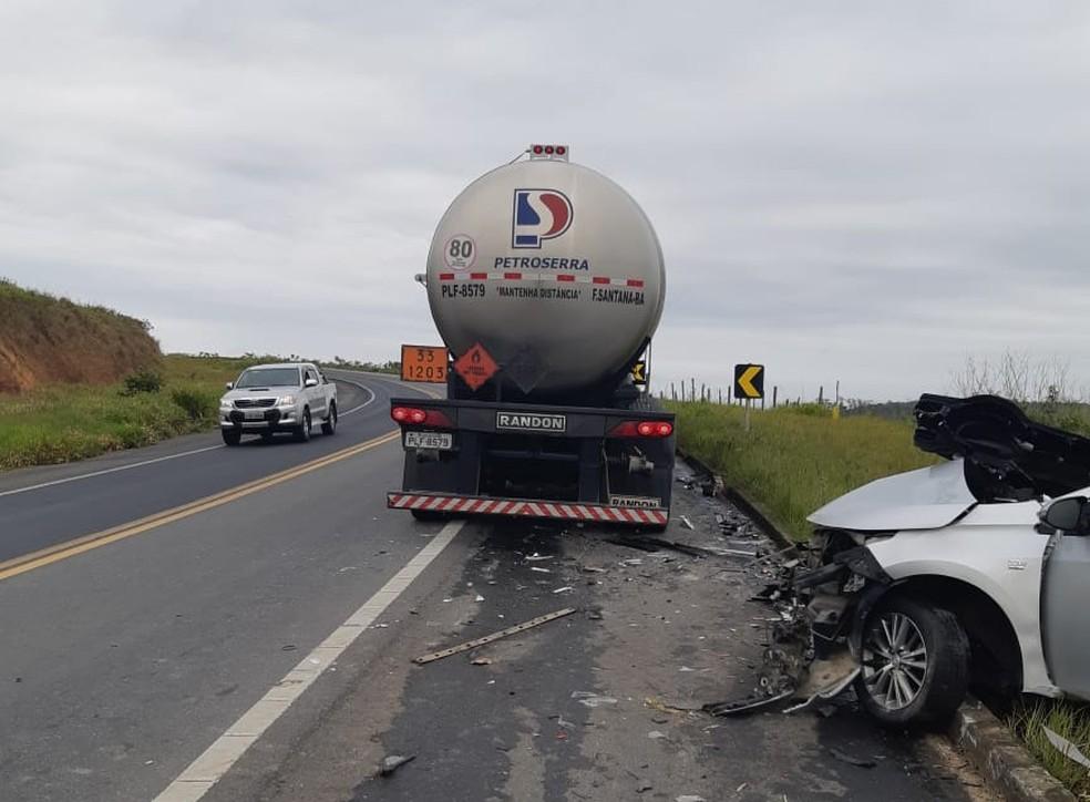 Gerente de agência bancária morre após batida entre carro e carreta na BR-101, no sul da Bahia — Foto: Redes Sociais