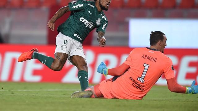 Luiz Adriano deixa sua marca em Armani