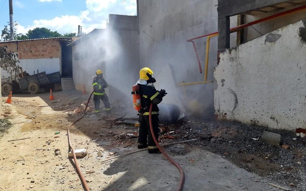 Segundo primeiras informações, pelo menos oito pessoas teriam sido socorridas, sendo uma em estado grave. — Foto: Thiago Luz / EPTV