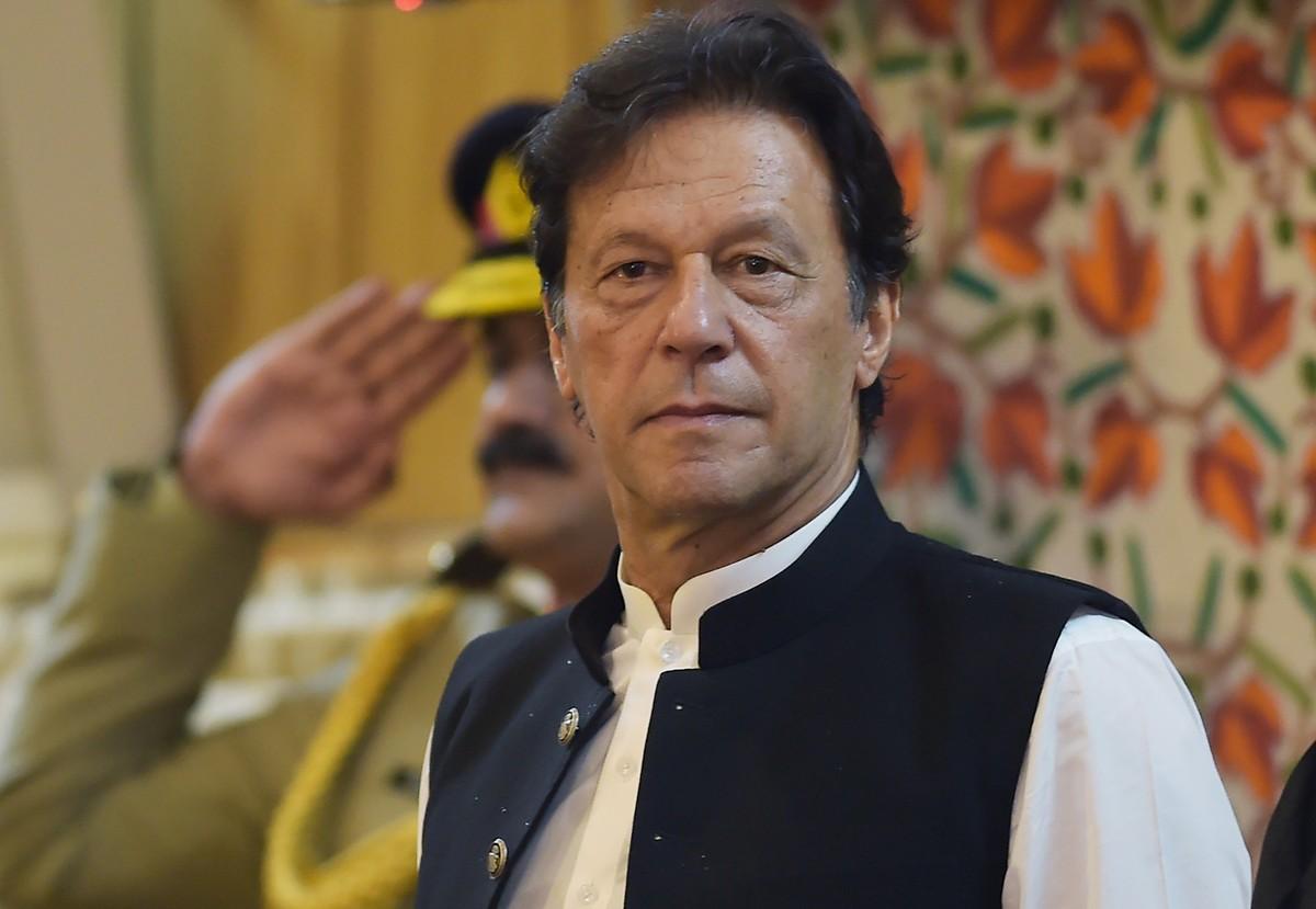 Premiê do Paquistão suscita críticas ao insinuar que roupas femininas incitam ao estupro