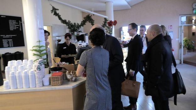 Cafezinho de graça? No Parlamento da Suécia, nem pensar (Foto: CLAUDIA WALLIN/BBC)
