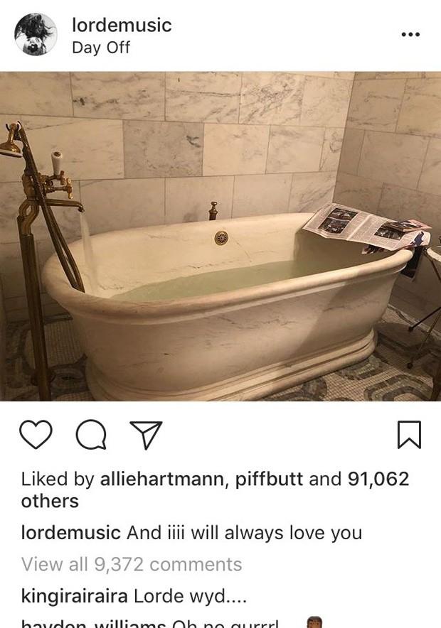 Lorde pisa na bola ao postar foto com trecho de música de Whitney Houston (Foto: Reprodução/Instagram)