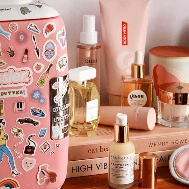Geladeira repleta de produtos de beleza  (Foto: Reprodução/Instagram)