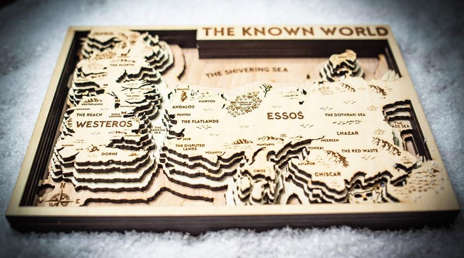 Os mapas são criados totalmente de madeira pela empresa Origin Artwork. (Foto: Divulgação)