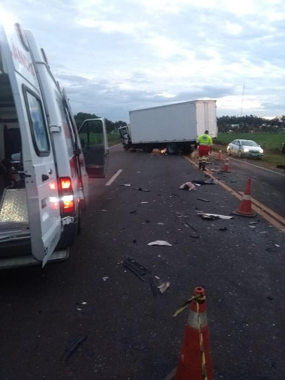 Motorista morreu no local do acidente, segundo PRE. — Foto: Imagens cedidas/Reginaldo Tinti