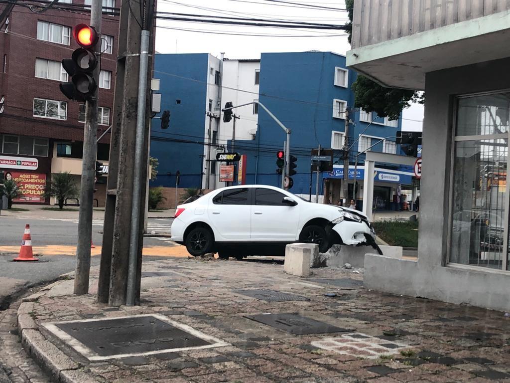 Motorista embriagado tenta fugir depois de acidente e é preso, diz polícia - Notícias - Plantão Diário