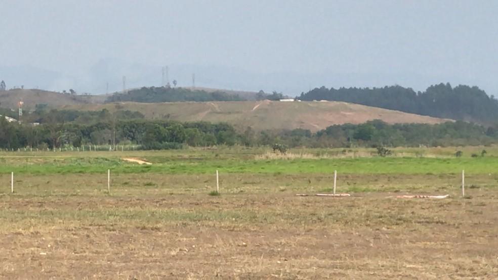 Local onde o paraquedista caiu em Resende — Foto: Anderson Patrick/TV Rio Sul
