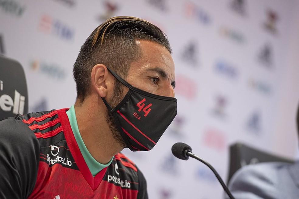 Isla em entrevista coletiva no Flamengo — Foto: Alexandre Vidal / CRF