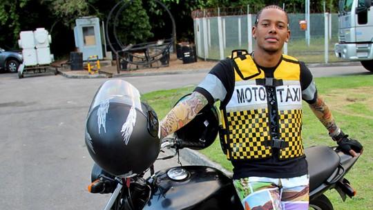 Danilo Ferreira entrega cantadas que aprendeu em favela carioca
