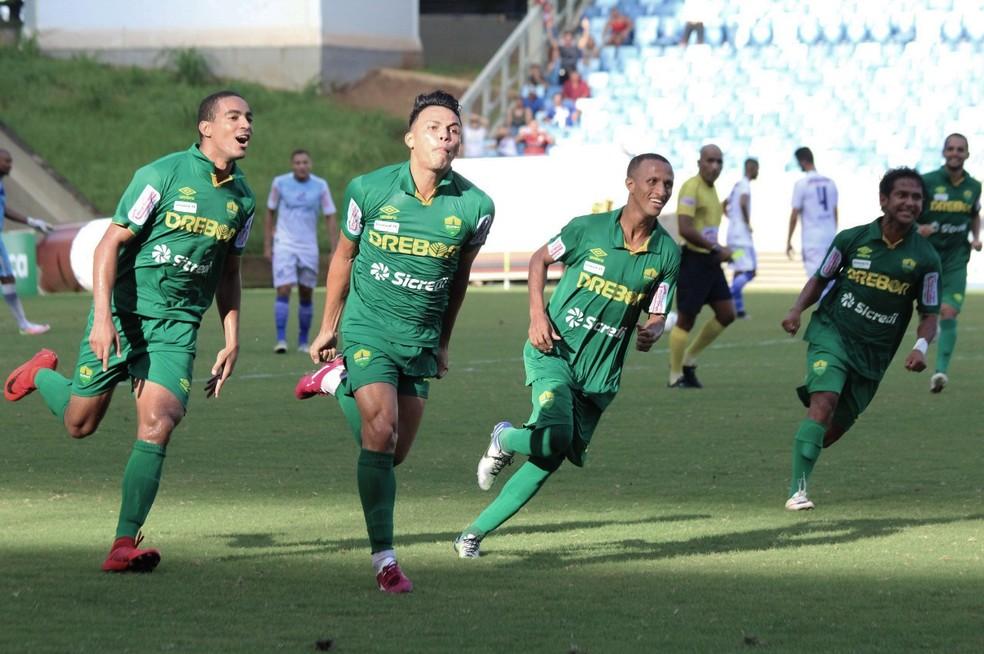 André Mensalão comemora gol de empate do Cuiabá (Foto: Pedro Lima/Cuiabá EC)
