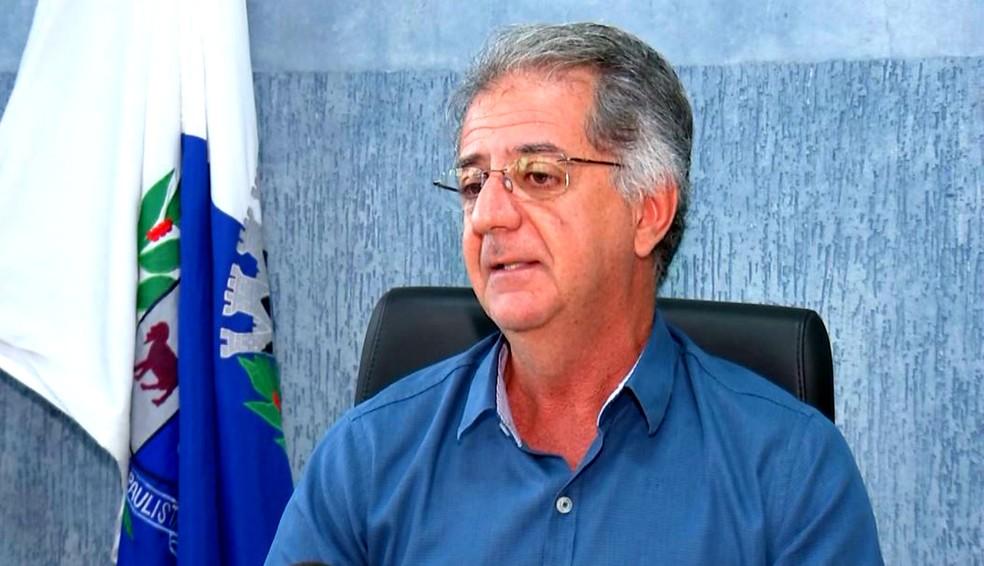 Prefeito Zaquinha Madrigal diz que população deve decidir se aceita pagar uma taxa de bombeiros (Foto: Reprodução / TV TEM)