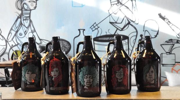 Growlers de cerveja permitem o consumo em diferentes locais e a reduzir o uso de embalagens descartáveis (Foto: facebook/My Growler)