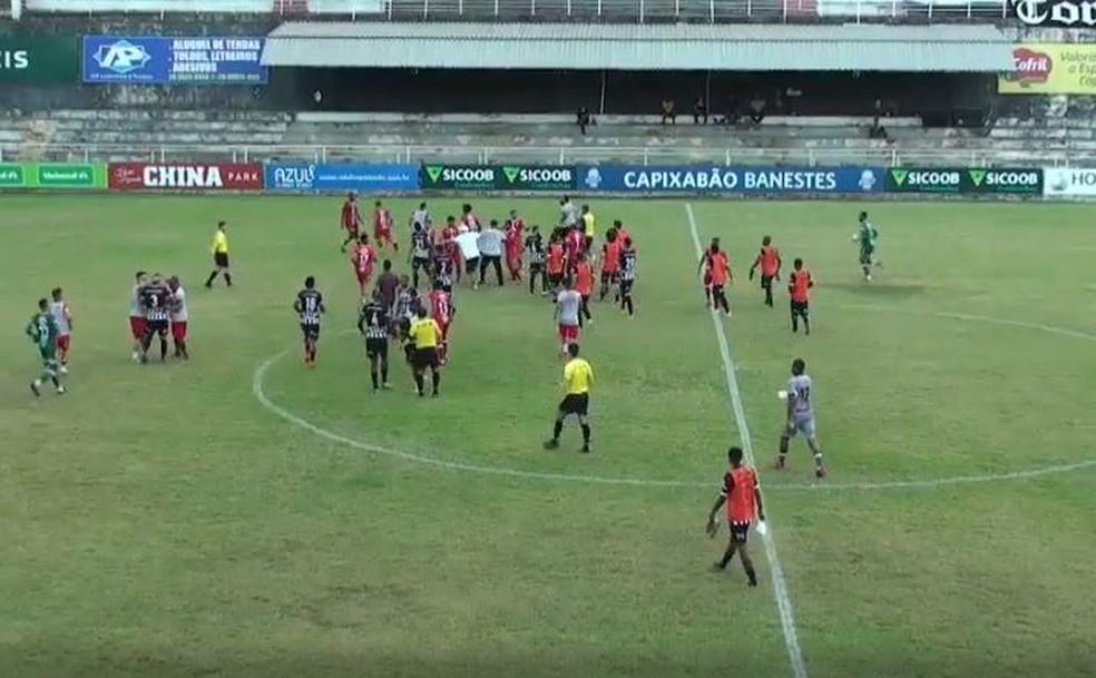 Confusão após o jogo entre Estrela e Rio Branco VN, pela 7ª rodada do Capixaba  — Foto: Reprodução/FesTV