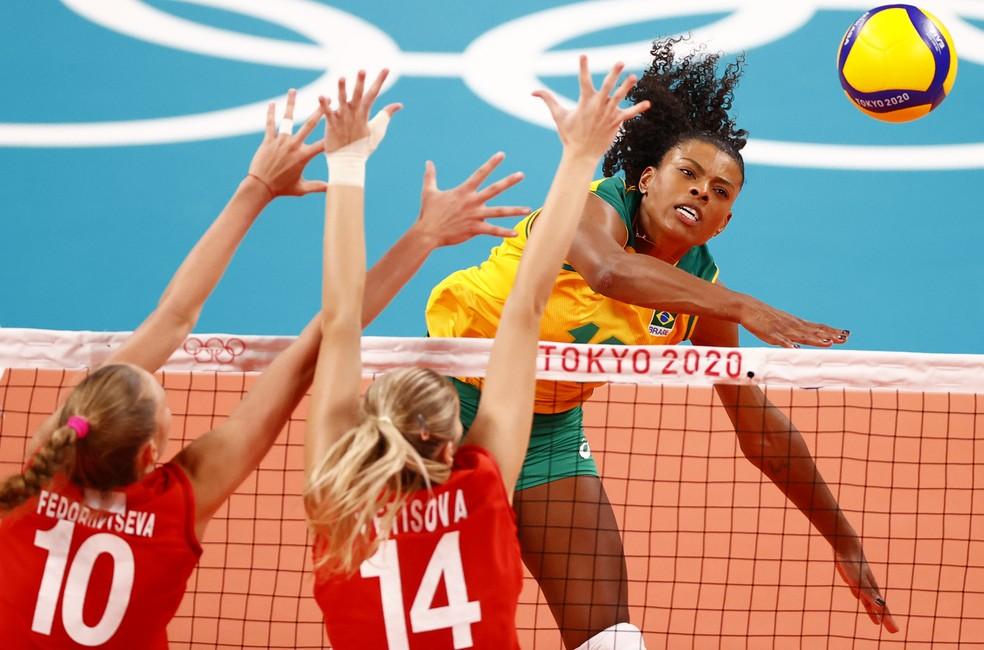 Fernanda Garay Brasil Rússia vôlei feminino Olimpíadas Tóquio — Foto: Carlos Garcia Rawlins/Reuters