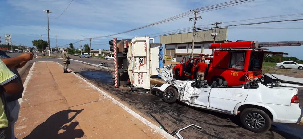 Três pessoas ficaram feridas em acidente em Várzea Grande — Foto: Luiz Gonzaga Neto/TV Centro América