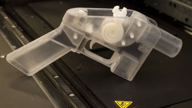 Milhares de pessoas baixaram as instruções para criar armas 3D em 2013 (Foto: Getty Images via BBC News Brasil)