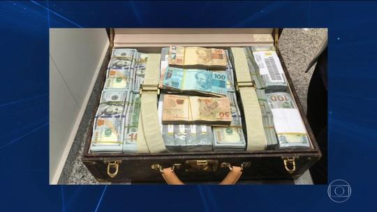 Malas com dólares e relógios de luxo são apreendidas com filho de ditador africano em aeroporto de SP
