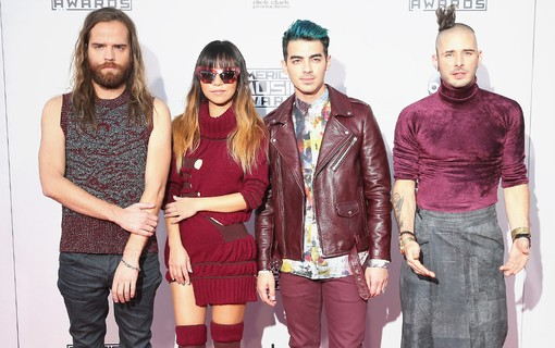 Jack Lawless, JinJoo Lee, Joe Jonas e Cole Whittle