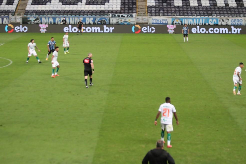 Espaço não usado pelo Grêmio no meio-campo  — Foto: Eduardo Moura