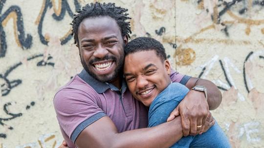Douglas Silva e Darlan Cunha ressaltam emoção de reviver Acerola e Laranjinha em 'Cidade dos Homens'