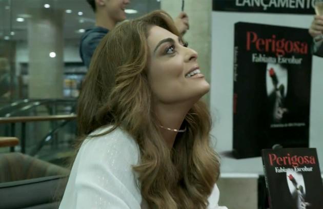 Depois de cumprir parte de sua pena, Bibi (Juliana Paes) conseguirá liberdade condicional. Fora da prisão, ela escreverá um livro sobre sua história (Foto: Reprodução)