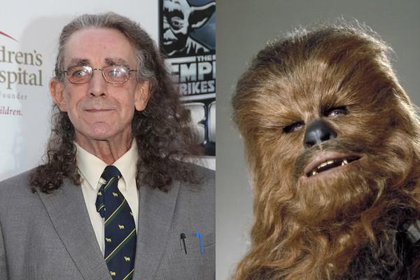 Peter Mayhew, com e sem a fantasia de Chewbacca (Foto: Divulgação e Getty Images)
