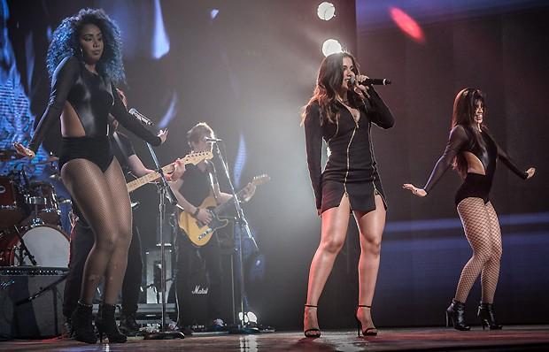 Anitta no palco da festa (Foto: AgNews)