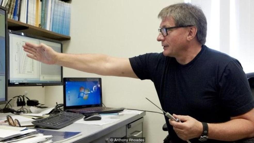 Vladimir Romanovsky no Laboratório de Permafrost, da Universidade do Alasca, em Fairbanks (Foto: Anthony Rhoades)