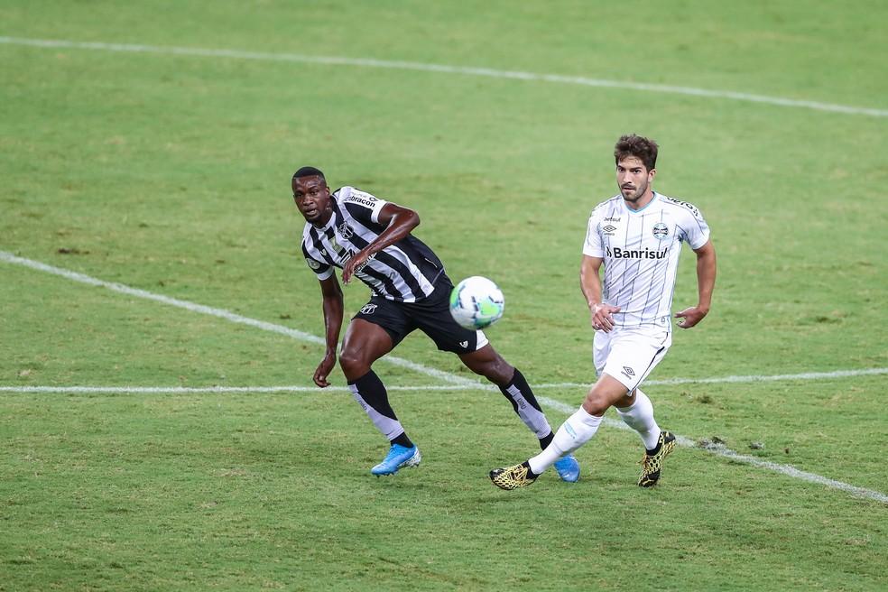 Lucas Silva tem revezado no meio com Matheus Henrique e Maicon — Foto: Lucas Uebel/Grêmio