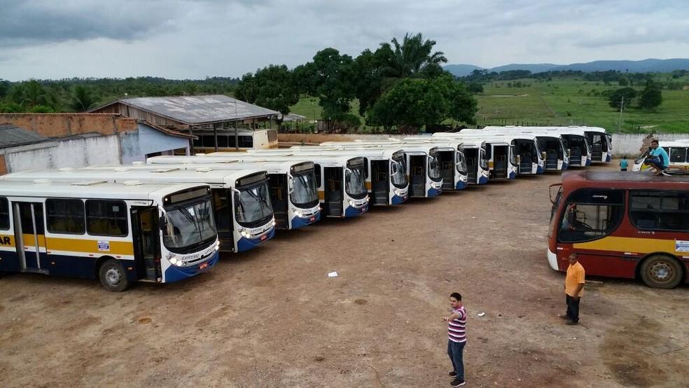 -  Antiga empresa responsável por realizar o transporte dos alunos da zona rural abandou os serviços sem prestar aviso prévio no dia 23 de outubro, e de