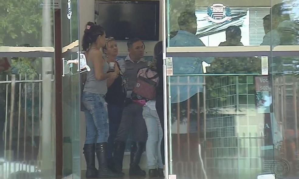 Passageiros registraram boletim de ocorrência e foram liberados  (Foto: TV TEM / Reprodução )