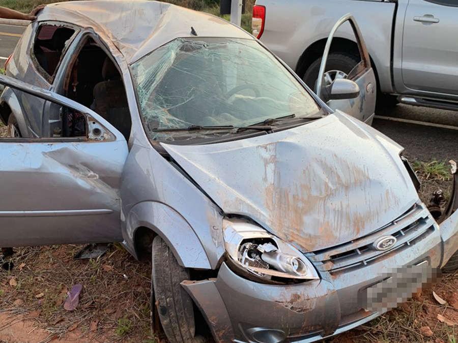 Carro perde o controle, capota e deixa três crianças feridas em rodovia de MS