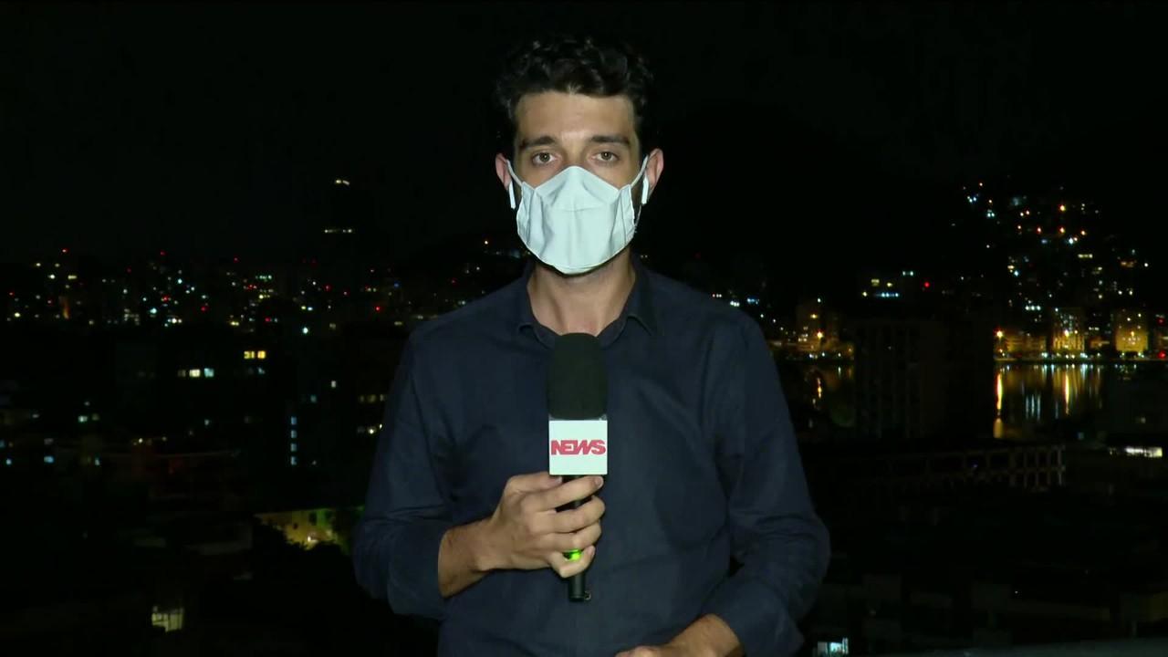 Bombeiros continuam o trabalho de rescaldo no Hospital Federal de Bonsucesso, no Rio