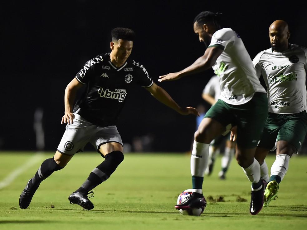 Marquinhos Gabriel iniciou a jogada do primeiro gol do Vasco contra o Goiás — Foto: André Durão