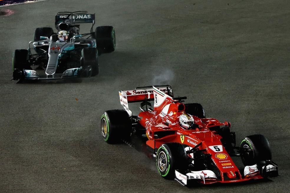 Vettel ainda conseguiu completar a primeira curva antes de rodar (Foto: Getty Images)