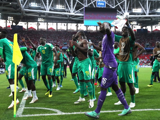 MOSCOW, RUSSIA - JUNE 19:  Senegal players acknowledge the fans during the 2018 FIFA World Cup Russia group H match between Poland and Senegal at Spartak Stadium on June 19, 2018 in Moscow, Russia.  (Photo by Kevin C. Cox/Getty Images) (Foto: Getty Images)