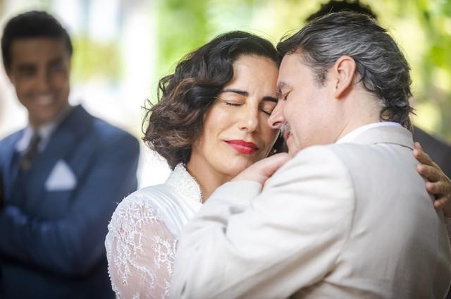 Gloria Pires e Cassio Gabus Mendes como Lola e Afonso em 'Éramos seis' (Foto: Paulo Belote/TV Globo)