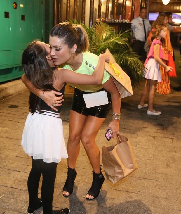 Flávia Alessandra no aniversário de Olívia (Foto: Anderson Borde/AgNews)