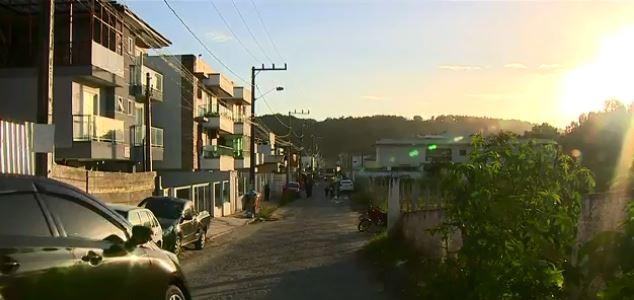 Em Florianópolis, famílias têm energia cortada de imóveis por determinação da Justiça - Notícias - Plantão Diário
